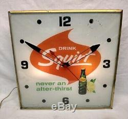 Vintage Original 1965 Squirt Soda Pop 15 Lighted Pam Metal Clock Sign
